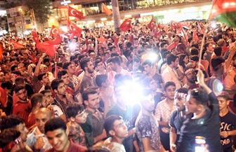 الآلاف يتظاهرون في عدة مدن تركية احتجاجًا على نتيجة الاستفتاء