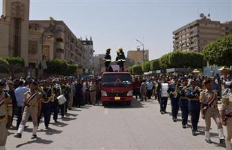 في جنازة عسكرية.. محافظ بني سويف ومدير الأمن يتقدمان مشيعي جنازة شهيد حادث سانت كاترين |صور