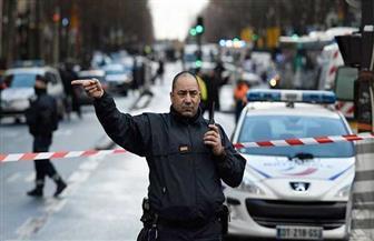 فرقة مكافة المتفجرات تفحص سيارة مهاجم شارع الشانزليزيه بباريس