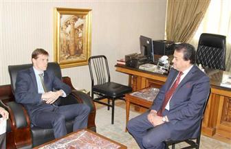 """وزير التعليم العالي يبحث مع """"كاسن"""" إنشاء فروع للجامعات البريطانية في مصر"""