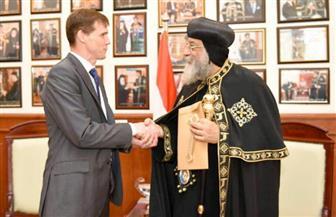 السفير البريطاني جون كاسون يلتقي قداسة البابا تواضروس الثاني