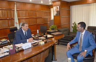 """""""سعفان"""" يلتقي رئيس الرابطة بقطر.. ويؤكد: كل الرعاية والحماية للمصريين ليظلوا سفراء لبلادهم"""