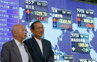 """مؤشر """"نيكي"""" للأسهم اليابانية يصعد بدعم انخفاض الين ومكاسب الأسواق العالمية"""