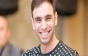 أحمد الشامي يُغني من أجل حكايات بنات