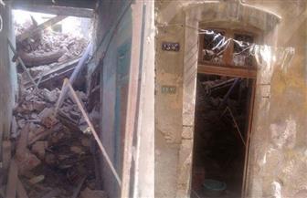 سقوط أجزاء من عقار قديم مأهول بالسكان بمنطقة المنشية في الإسكندرية