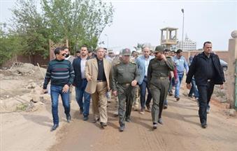 """بالصور ..""""طاهر """"و""""الوزير"""" يتفقدان مشروعات تطوير المحاور المرورية والطرق بالإسماعيلية"""