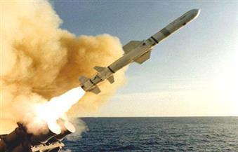 """بالفيديو.. لحظة إطلاق صواريخ """"توما هوك"""" الأمريكية على مطار الشعيرات بسوريا"""