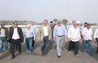 وزير النقل يتابع أعمال تنفيذ كوبري بنها العلوي الجديد على النيل