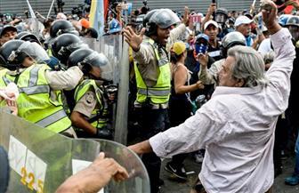 """""""الفلفل"""" سلاح الشرطة الفنزويلية ضد متظاهرين من أصحاب المعاشات"""