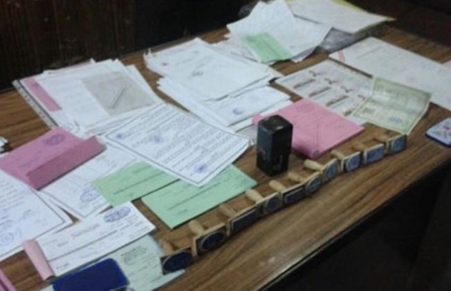 مباحث الجيزة  تضبط سيدة لتزويرها مستندات منسوبة إلى وزارة التربية والتعليم -