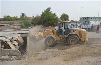 إزالة تعديات على 8 آلاف متر من أراضي الدولة بمدينة القصير في البحر الأحمر |صور