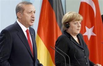 أردوغان و ميركل يبحثان موضوعات قمة العشرين وقضايا اللاجئين والعلاقات الثنائية