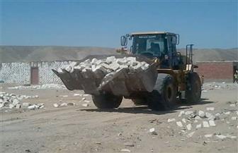 رفع 144 طنًا من مخلفات الإزالات بالقصير جنوب البحر الأحمر| صور