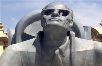 أسرة التشكيلي الراحل عبد الهادي الوشاحي تهدي تمثال طه حسين لمكتبة الإسكندرية