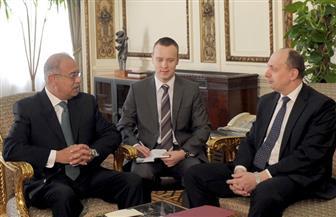 رئيس الوزراء يلتقي وزير الصناعة البيلاروسي لبحث التعاون المشترك