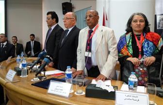 مثقفون يطرحون إشكالية انعزال الناقد عن القارئ في افتتاح ملتقى القاهرة الدولي للنقد | صور