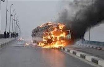 مصرع سائق في حادث انقلاب سيارة نقل محملة بالأسمنت واحتراقها أعلى الدائري