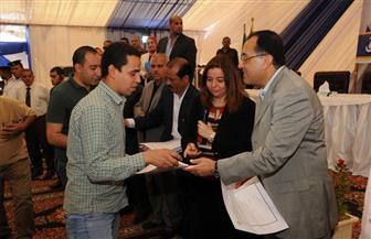 مدبولي يُسلم عقود 650 وحدة إسكان اجتماعي بمدينة الشروق