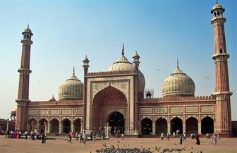 مساجد الهند.. عراقة وأصالة تاريخية ورخام وقنينات عطور | صور