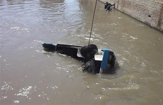 قوات الإنقاذ النهري تنتشل سيارة سيرفيس سقطت في بحر يوسف بالفيوم |  صور