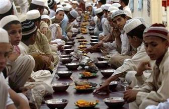 """رمضان في باكستان.. وجبة العشاء بديلة عن الإفطار.. ومشروب """"شاتوو"""" المنعش لتفادي حر الصيام"""