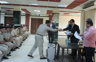 مدير أمن كفر الشيخ يكرم عددًا من الضباط والعاملين المدنيين بوحدات المديرية