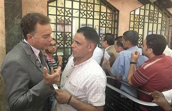 وزير النقل في جولة مفاجئة لمحطة مصر للاطمئنان على توافر تذاكر قطارات العيد | صور