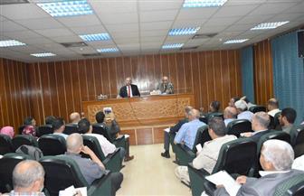 محافظ أسوان يستمع لمشاكل 301 مواطن خلال اللقاء الجماهيري الأسبوعي |صور