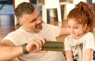 """فارس كرم يصور أغنية """"منمنم"""" بمشاركة ابنته"""
