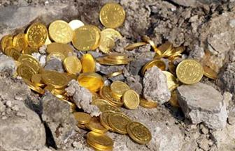 """رغم الحر والصيام.. كويتيون يبحثون عن """"كنز"""" بـ 100 ألف دولار في الصحراء"""