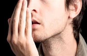 ما هي أسباب رائحة الفم الكريهة؟