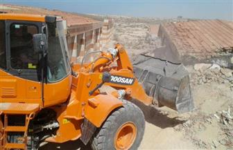 إزالة 8 شاليهات مقامة على أراضي الدولة بإحدى قرى الساحل الشمالي في مطروح   صور