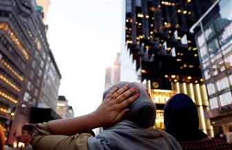 """في رسالة تحدٍ.. مسلمون يتناولون الإفطار قرب """"برج ترامب"""" بحماية أمريكيين متضامنين"""
