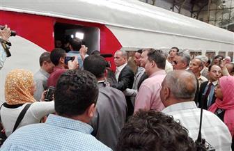 وزير النقل يستقل القطار الإسباني لمشاهدة ما تم إنجازه من عمليات تحديث وتجديد للعربات