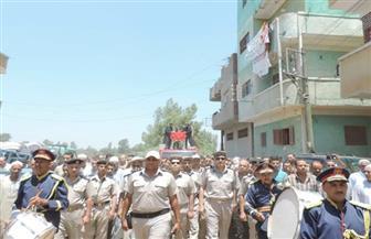 أهالي عزبة الطنطاوي بكفر الشيخ يشيعون جثمان الشهيد سمير عبدالعزيز