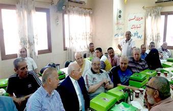 محافظ بورسعيد يشارك نزلاء دار المسنين وجبة الإفطار في أول أيام العيد|صور