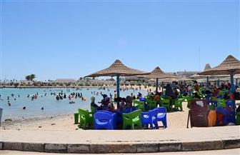 في ثاني أيام العيد.. مواطنون يتوافدون على شواطئ الغردقة.. والقبائل تتبادل التهاني في حلايب وشلاتين | صور