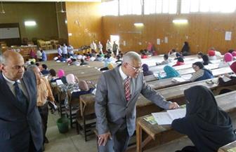 """رئيس جامعة المنيا يتفقد لجان امتحانات """"السياحة"""" و""""الأسنان"""" و""""الألسن"""""""