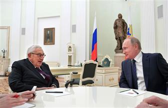 """لقاء """"القيصر"""" و""""الثعلب العجوز"""".. بوتين يلتقى كسينجر فى الكرملين  صور"""