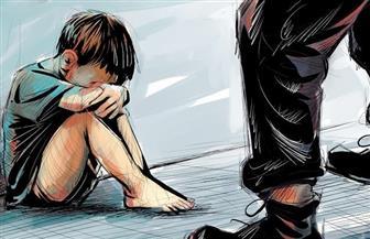 عامل يتهم طالبا بهتك عرض ابنه بمركز منية النصر