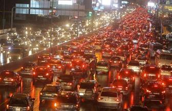 """انقلاب سيارة نقل محملة بـ """"البلك"""" أعلى الطريق الدائري"""