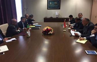 وزير الخارجية يجري مشاورات سياسية مع نظيره الجزائري لمتابعة ملف العلاقات الثنائية