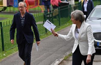 رئيسة وزراء بريطانيا تدلي بصوتها في الانتخابات العامة