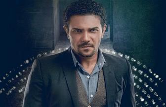 """آسر يس """"ملتحي"""" وإسلام إبراهيم تنكر في زي امرأة في الحلقة الـ21 من """"100 وش"""""""
