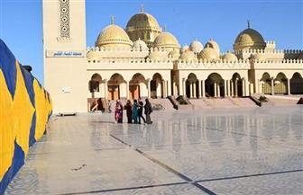 أشهرها ابوالحسن الشاذلى والميناء والسمان.. مساجد البحر الأحمر قبلة السائحين من مختلف أنحاء العالم | صور