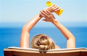 كريمات الوقاية من الشمس تلوث المياه وتضر بالحياة البحرية
