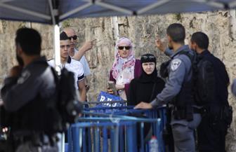 زعيم المعارضة الإسرائيلية يدافع عن قرار نصب بوابات إلكترونية على مداخل الأقصى