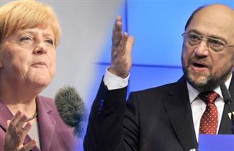 منافس ميركل على زعامة ألمانيا يتهمها بإضعاف أوروبا من خلال نهجها الفردي في سياسة اللجوء