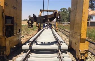 """تواصل أعمال تجديدات السكك الحديدية آليًّا بموقع تجديدات """"نجع حمادي-فرشوط""""   صور"""