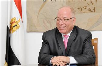 وزير الثقافة السابق يزور جناح الأزهر بمعرض الكتاب.. ويؤكد: تواجده  دليل صحة له وللمعرض